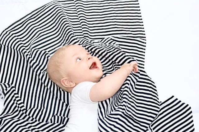 Blije_Baby_Zwart_Wit _Omslag_Sjaal